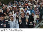 Купить «Крестный ход из Ильинского в Усово», эксклюзивное фото № 32180056, снято 15 сентября 2019 г. (c) Дмитрий Неумоин / Фотобанк Лори