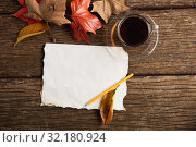 Купить «Autumn flat lay with clothes», фото № 32180924, снято 13 августа 2019 г. (c) Wavebreak Media / Фотобанк Лори
