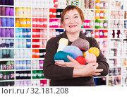 Купить «Woman in needlework shop», фото № 32181208, снято 10 мая 2017 г. (c) Яков Филимонов / Фотобанк Лори