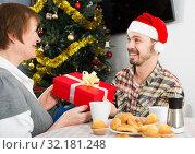 Mother and son Christmas gifts. Стоковое фото, фотограф Яков Филимонов / Фотобанк Лори