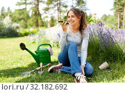 Купить «gardener recording voice message by smartphone», фото № 32182692, снято 12 июля 2019 г. (c) Syda Productions / Фотобанк Лори