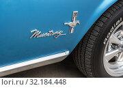 Купить «Emblem on the retro car Ford Mustang», фото № 32184448, снято 18 мая 2019 г. (c) FotograFF / Фотобанк Лори