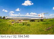Old russian passenger aircraft Tu-154 (2015 год). Редакционное фото, фотограф FotograFF / Фотобанк Лори