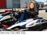 Купить «Female driving car for karting», фото № 32185132, снято 18 марта 2019 г. (c) Яков Филимонов / Фотобанк Лори
