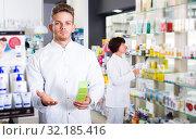 Купить «Pharmaceutist working in chemist shop», фото № 32185416, снято 21 октября 2016 г. (c) Яков Филимонов / Фотобанк Лори