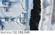 Купить «Aerial video of russian Altai village Semiletka on the bank of river Koksha in winter season», видеоролик № 32188040, снято 1 сентября 2019 г. (c) Serg Zastavkin / Фотобанк Лори