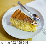 Купить «Cheesecake Tarta de queso», фото № 32188744, снято 28 января 2020 г. (c) Яков Филимонов / Фотобанк Лори