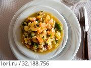 Купить «Delicious prawns, clams and calamari stewed with sauce and vegetables», фото № 32188756, снято 20 ноября 2019 г. (c) Яков Филимонов / Фотобанк Лори