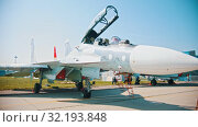 Купить «A reactive jet fighter with opened transparent cabin», видеоролик № 32193848, снято 19 октября 2019 г. (c) Константин Шишкин / Фотобанк Лори