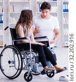 Купить «Patient undergoing rehabilitation recovery programme with doctor», фото № 32202916, снято 18 апреля 2017 г. (c) Elnur / Фотобанк Лори