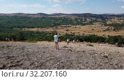 Купить «Ai-Petri, Crimea - July 5, 2019. Tourists walk on the highest point of Mount Ai-Petri», видеоролик № 32207160, снято 5 июля 2019 г. (c) Володина Ольга / Фотобанк Лори