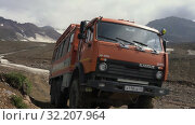 Russian off-road extreme expedition truck KamAZ driving on mountain road (2019 год). Редакционное видео, видеограф А. А. Пирагис / Фотобанк Лори