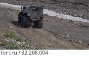 Купить «Snow and swamp extreme off-road, all-terrain vehicle driving on mountain road», видеоролик № 32208004, снято 16 августа 2019 г. (c) А. А. Пирагис / Фотобанк Лори