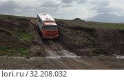 Купить «KamAZ - Russian off-road extreme expedition truck driving on muddy mountain road», видеоролик № 32208032, снято 16 августа 2019 г. (c) А. А. Пирагис / Фотобанк Лори