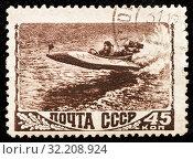 Купить «Почтовая марка СССР.  Моторная лодка плывёт по реке», эксклюзивное фото № 32208924, снято 1 февраля 2019 г. (c) Игорь Низов / Фотобанк Лори