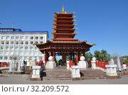 Купить «Элиста, Калмыкия. Пагода Семи Дней», фото № 32209572, снято 28 июля 2017 г. (c) Светлана Колобова / Фотобанк Лори