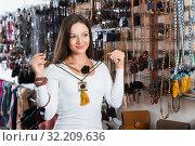 Купить «girl choosing fashionable beads», фото № 32209636, снято 17 января 2018 г. (c) Яков Филимонов / Фотобанк Лори