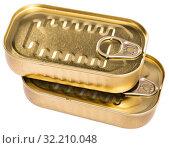 Купить «Close-up of metal bronze tin can with ring pull on white background», фото № 32210048, снято 17 октября 2019 г. (c) Яков Филимонов / Фотобанк Лори