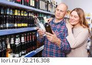 Купить «Family couple choosing alcohol products in hypermarket», фото № 32216308, снято 11 апреля 2018 г. (c) Яков Филимонов / Фотобанк Лори
