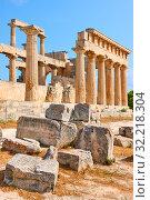 Купить «Ancient ruins of temple of Aphaea in Aegina», фото № 32218304, снято 13 сентября 2019 г. (c) Роман Сигаев / Фотобанк Лори