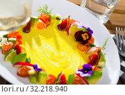 Купить «Fresh trout tartare formed as wreath with vegetables, fruits, flowers», фото № 32218940, снято 14 декабря 2019 г. (c) Яков Филимонов / Фотобанк Лори