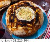 Купить «Fondue from camembert cheese in bread bowl», фото № 32226164, снято 16 июля 2020 г. (c) Яков Филимонов / Фотобанк Лори
