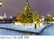 Купить «Christmas (New Year holidays) decoration in Moscow (at night), Russia-- Manege Square near the Kremlin», фото № 32228336, снято 12 января 2019 г. (c) Владимир Журавлев / Фотобанк Лори