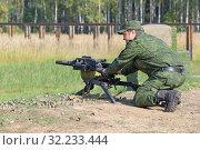 Купить «Солдат стреляет из автоматического станкового гранатомета», фото № 32233444, снято 12 сентября 2014 г. (c) Игорь Долгов / Фотобанк Лори