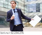 Купить «Portrait of busy man in suit rushing», фото № 32234276, снято 29 апреля 2017 г. (c) Яков Филимонов / Фотобанк Лори