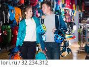 Купить «travelers buy travel hiking gear», фото № 32234312, снято 25 октября 2017 г. (c) Яков Филимонов / Фотобанк Лори