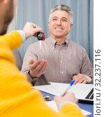 Купить «Mature man and manager contract car lease», фото № 32237116, снято 5 июня 2020 г. (c) Яков Филимонов / Фотобанк Лори
