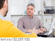 Men sign credit agreement. Стоковое фото, фотограф Яков Филимонов / Фотобанк Лори