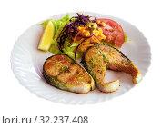 Купить «Fried salmon steaks», фото № 32237408, снято 22 октября 2019 г. (c) Яков Филимонов / Фотобанк Лори