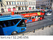 Купить «Red bus City Sightseeing and other transport on the Nevsky Prospeсt», фото № 32240656, снято 10 августа 2018 г. (c) FotograFF / Фотобанк Лори