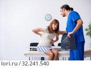 Купить «Pregnant woman visiting male doctor gynecologist», фото № 32241540, снято 13 июня 2019 г. (c) Elnur / Фотобанк Лори