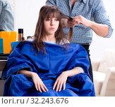 Купить «The man male hairdresser doing haircut for woman», фото № 32243676, снято 27 ноября 2017 г. (c) Elnur / Фотобанк Лори