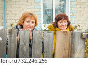 Купить «The two sisters met in the old parental home.», фото № 32246256, снято 22 октября 2016 г. (c) Акиньшин Владимир / Фотобанк Лори