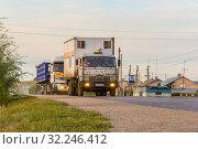 Купить «Russia, Samara, June 2016:Heavy truck on the road», фото № 32246412, снято 24 августа 2016 г. (c) Акиньшин Владимир / Фотобанк Лори
