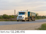 Купить «Russia, Samara, June 2016:Heavy truck on the road», фото № 32246416, снято 24 августа 2016 г. (c) Акиньшин Владимир / Фотобанк Лори
