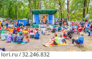 """Russia, Samara, July 2016: The trio """"Cartoons"""" is sung for children and parents at the Grushinsky Festival on Mastryukovskie lakes on a summer day. Text in Russian: children's singing republic. Редакционное фото, фотограф Акиньшин Владимир / Фотобанк Лори"""