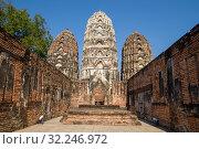 Солнечный день на руинах вихарна древнего буддистского храма Wat Si Sawai. Исторический парк Сукхотай, Таиланд (2016 год). Стоковое фото, фотограф Виктор Карасев / Фотобанк Лори