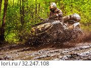 Купить «Russia, Samara, May 2016: pokatushki on the ATV, a favorite pastime for extreme sportsmen, overcoming dirty and difficult terrain.», фото № 32247108, снято 14 мая 2016 г. (c) Акиньшин Владимир / Фотобанк Лори