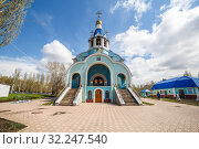 Купить «Russia, Samara, April 2016: a temple in honor of the Cathedral of the Saints of Samara located on the Moscow Highway in the city center, Spring sunny day.», фото № 32247540, снято 22 апреля 2016 г. (c) Акиньшин Владимир / Фотобанк Лори