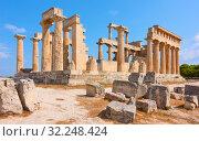 Купить «Ancient greek temple of Aphaea in Aegina», фото № 32248424, снято 13 сентября 2019 г. (c) Роман Сигаев / Фотобанк Лори