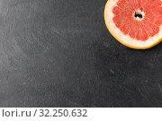 Купить «close up of fresh juicy grapefruit on slate board», фото № 32250632, снято 5 апреля 2018 г. (c) Syda Productions / Фотобанк Лори