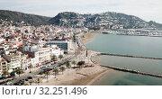 Купить «Aerial view of Mediterranean coastal town of Roses in Catalonia, Spain», видеоролик № 32251496, снято 10 февраля 2019 г. (c) Яков Филимонов / Фотобанк Лори