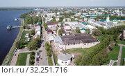 Купить «Aerial view of Kostroma cityscape overlooking ancient Gostiny Dvor and Saviour church, Russia», видеоролик № 32251716, снято 10 мая 2019 г. (c) Яков Филимонов / Фотобанк Лори