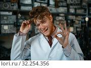 Купить «Strange male scientist shows OK sign in lab», фото № 32254356, снято 17 июня 2019 г. (c) Tryapitsyn Sergiy / Фотобанк Лори