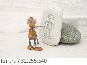Купить «Художник из желудей», эксклюзивное фото № 32255540, снято 1 октября 2019 г. (c) Dmitry29 / Фотобанк Лори