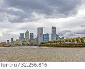 Купить «Современный деловой квартал на берегу Темзы. Лондон. Великобритания», фото № 32256816, снято 17 августа 2019 г. (c) Сергей Афанасьев / Фотобанк Лори